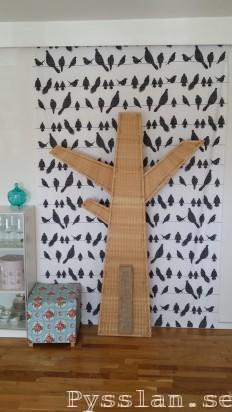 Sommartyg med småfåglar i vardagsrummet istället för tavla pysslan blogg före