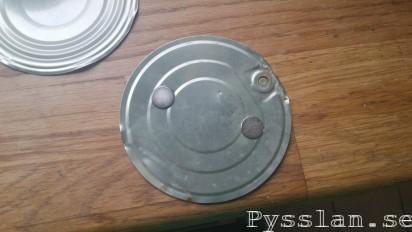 hemmagjord magnetisk hållare takfäste två magneter brandvarnare pysslan blogg