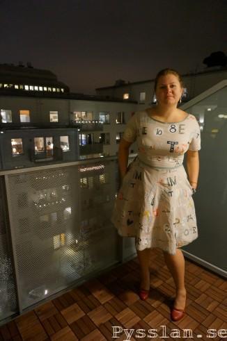 Grå blå kul klänning 50 tals mönster fram pysslan blogg