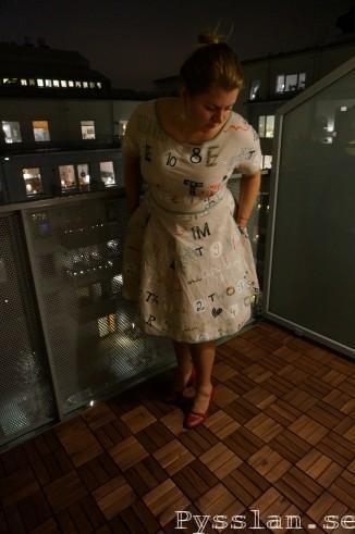 Grå blå kul klänning 50 tals mönster nedåtböjd pysslan blogg