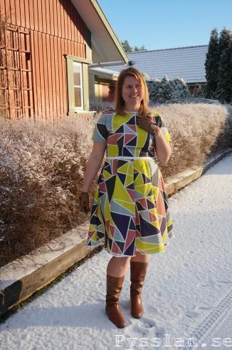 Retromönster i modernt tyg med trianglar fram leende pysslan blogg