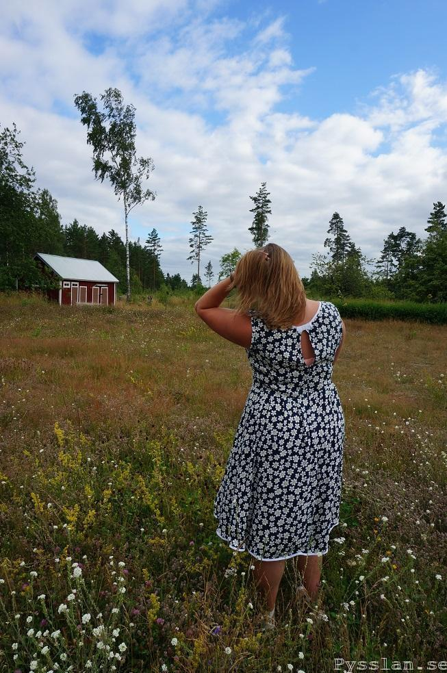 prästkrage blommig klänning bak pysslan blogg