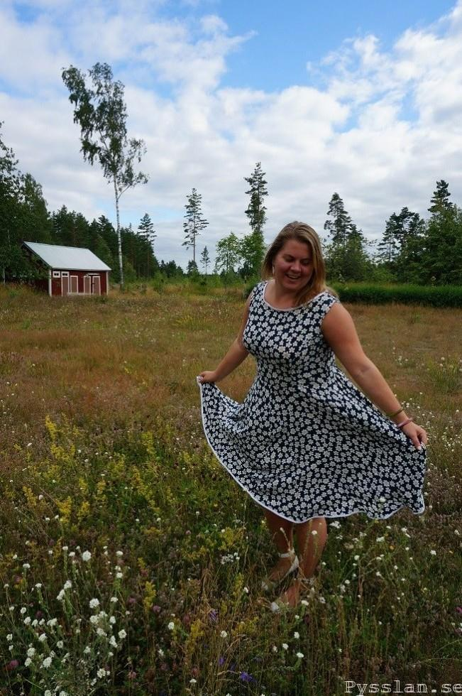 prästkrage blommig klänning vidd pysslan blogg