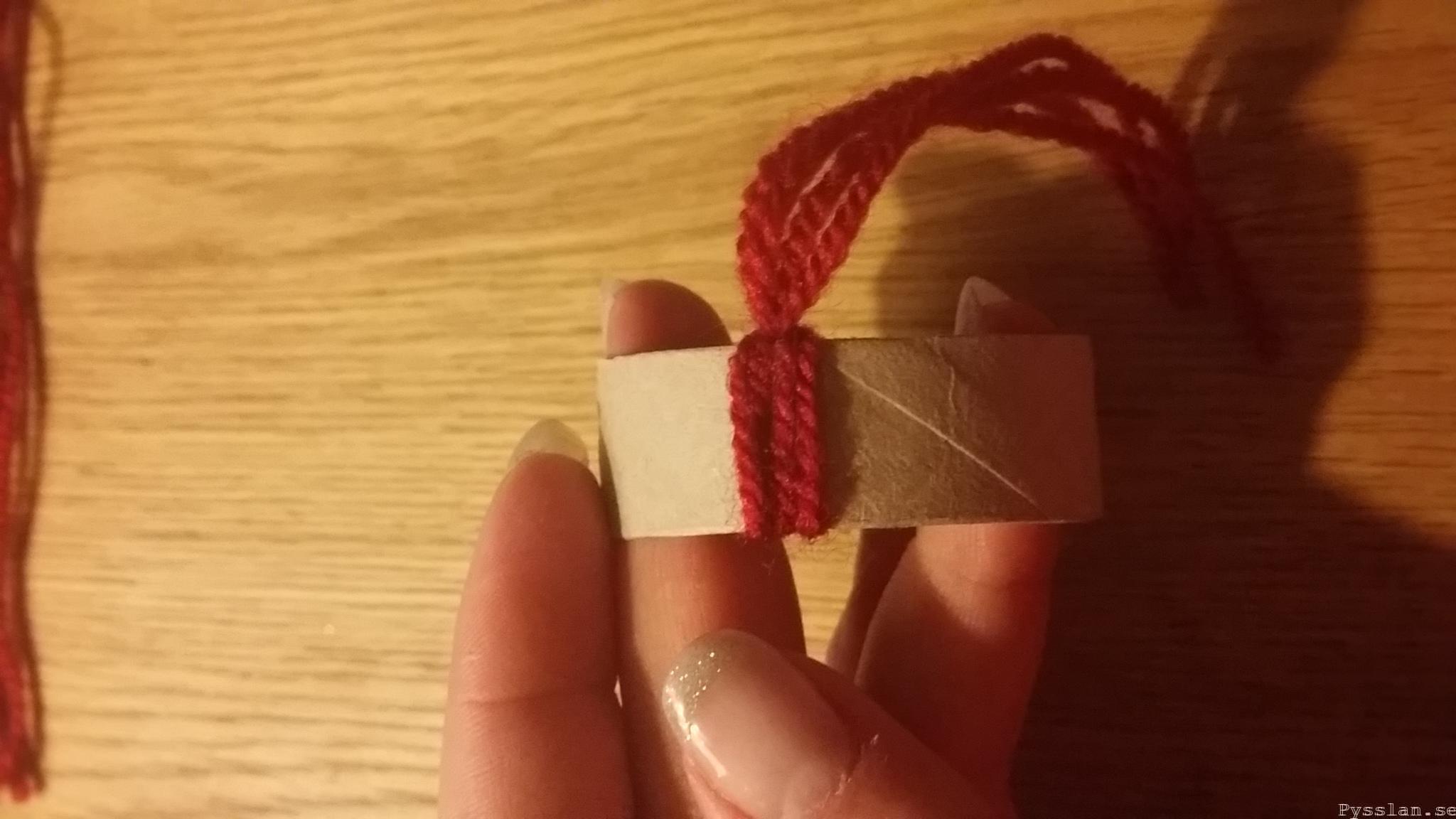 julpyssel knyta garn klar knut söt tomteluva pysslan blogg