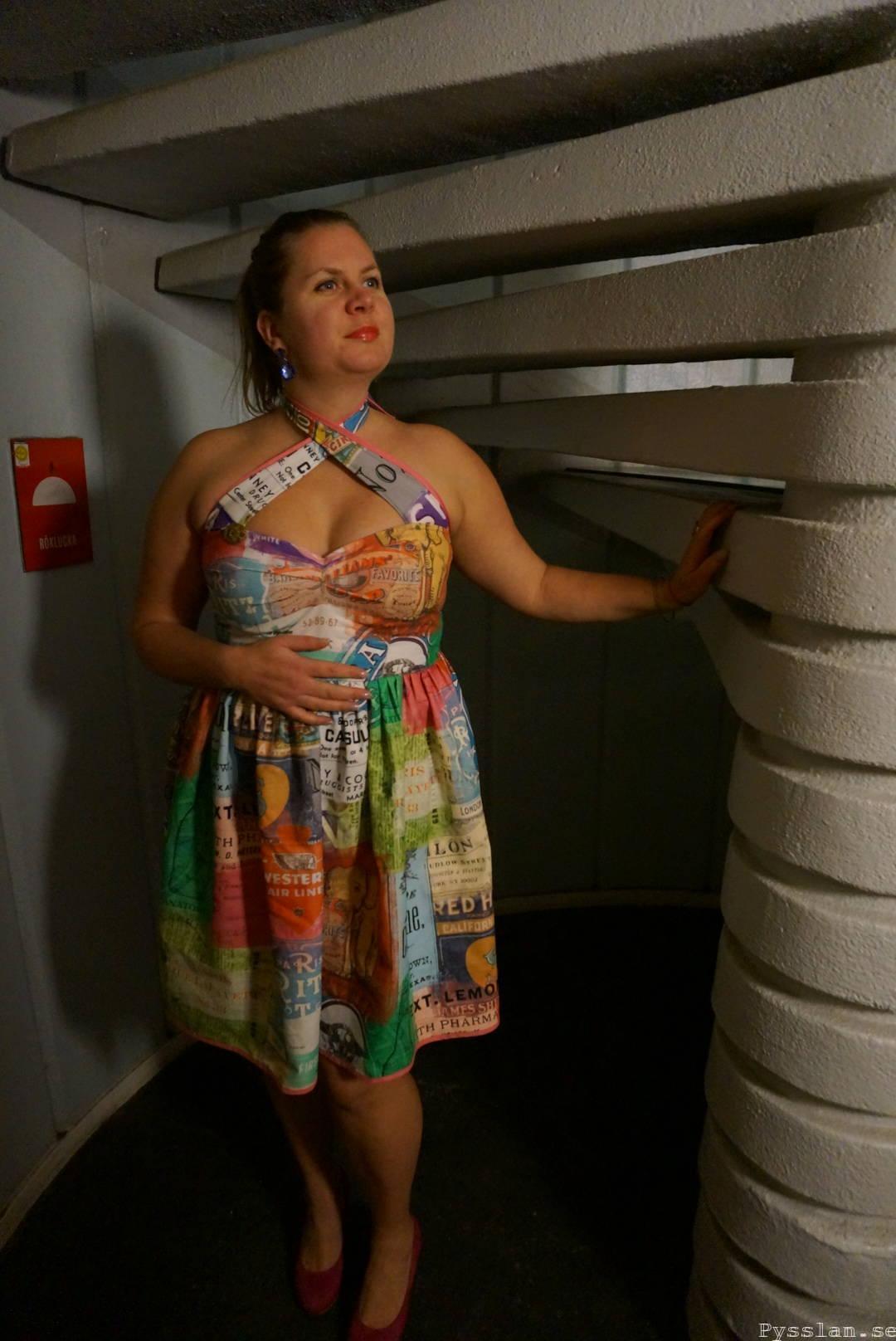 Tuff multifärgad klänning retromönster fram pysslan blogg
