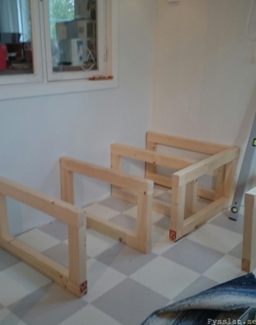 platsbyggs soffa med förvaring reglar pysslan blogg