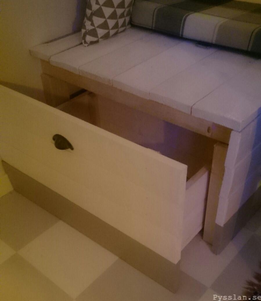 platsbyggs soffa med förvaring utdragbar låda för återvinning pysslan blogg