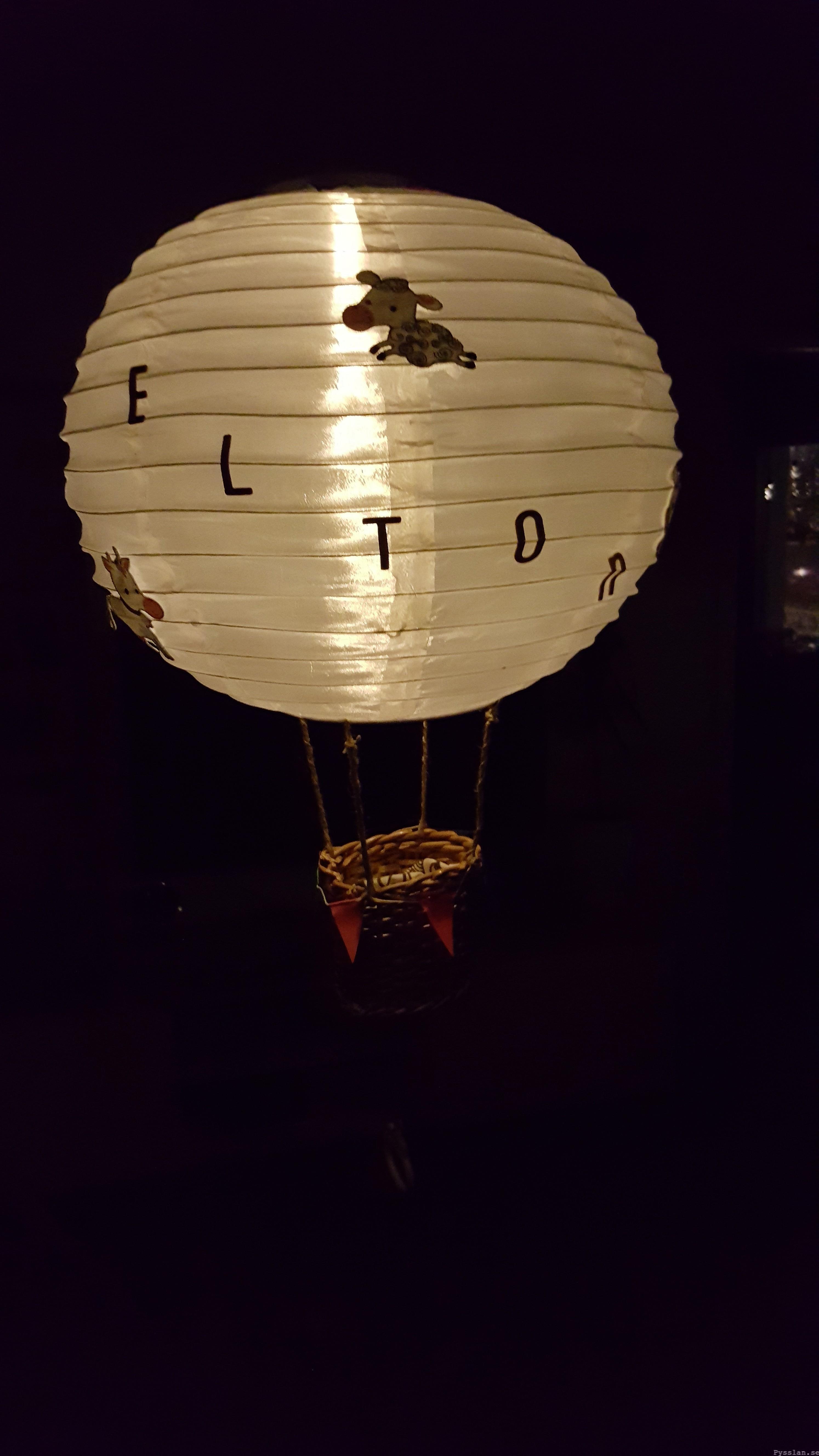 Luftballong doppresent baby speldosa pysslan blogg nattlampa