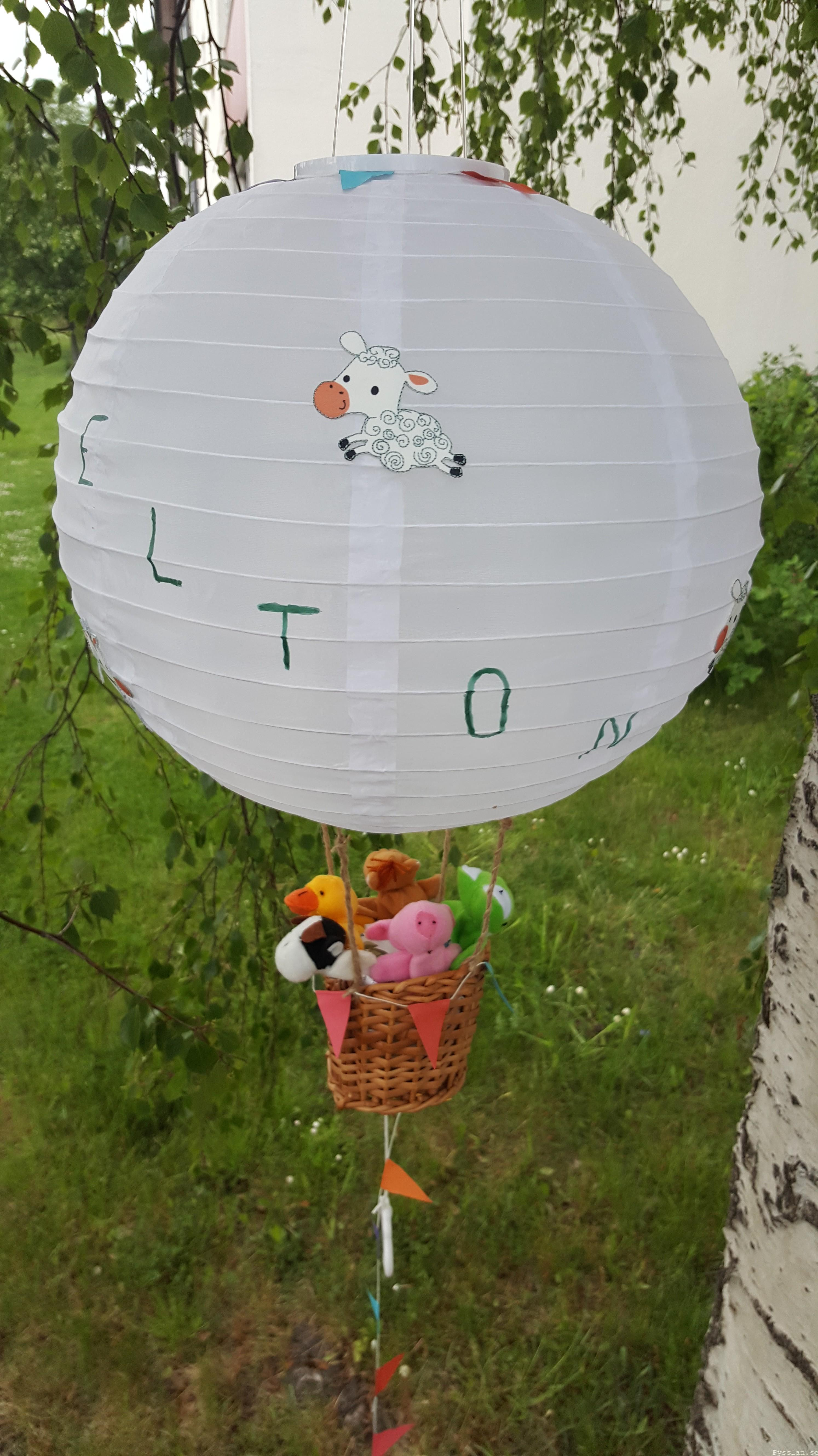 Luftballong doppresent baby speldosa pysslan blogg närbild