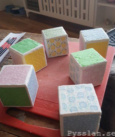 bokstavsklossar barn doppresent present söt namngivelseceremoni pysslan blogg pastellfärger