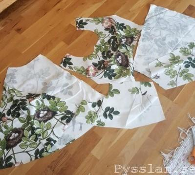 storblommig sommarblommig småfåglar fågelbon midsommarklänning delar klänning pysslan blogg retromönster retro