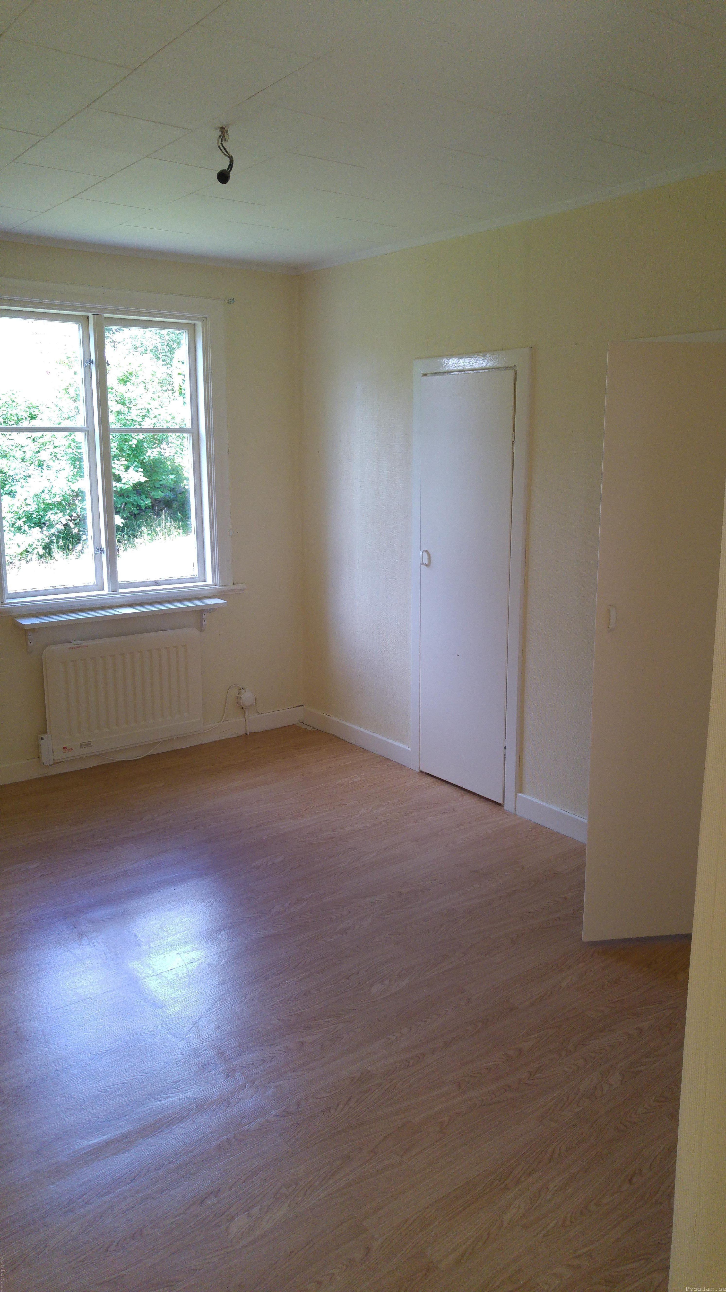 drömhus 20-talshus rött hus vita knutar renovering jugend husdröm pysslan blogg stora sovrummet klädkammardörr