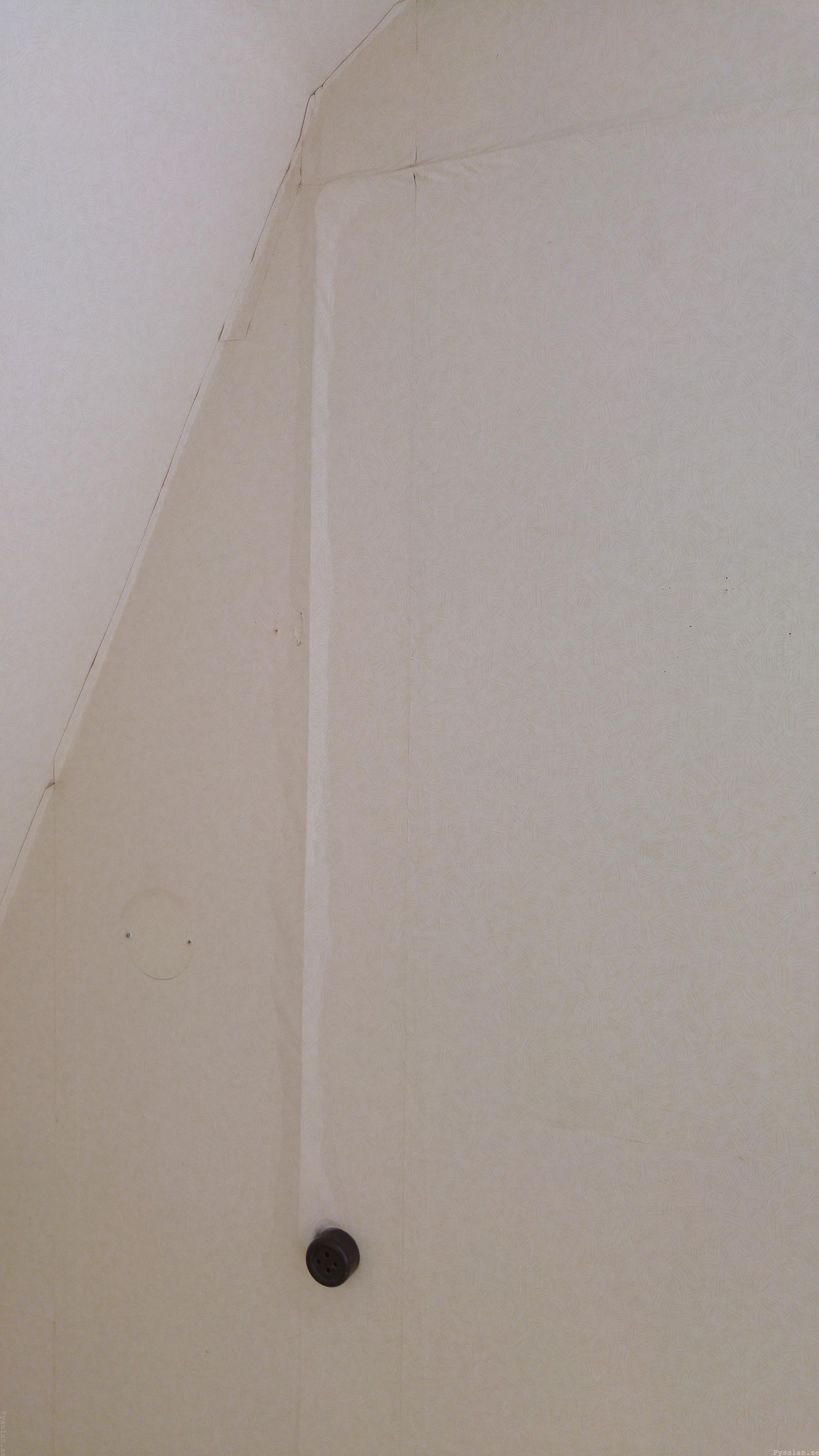 drömhus 20-talshus rött hus vita knutar renovering jugend husdröm pysslan blogg backelit uttag lilla sovrummet