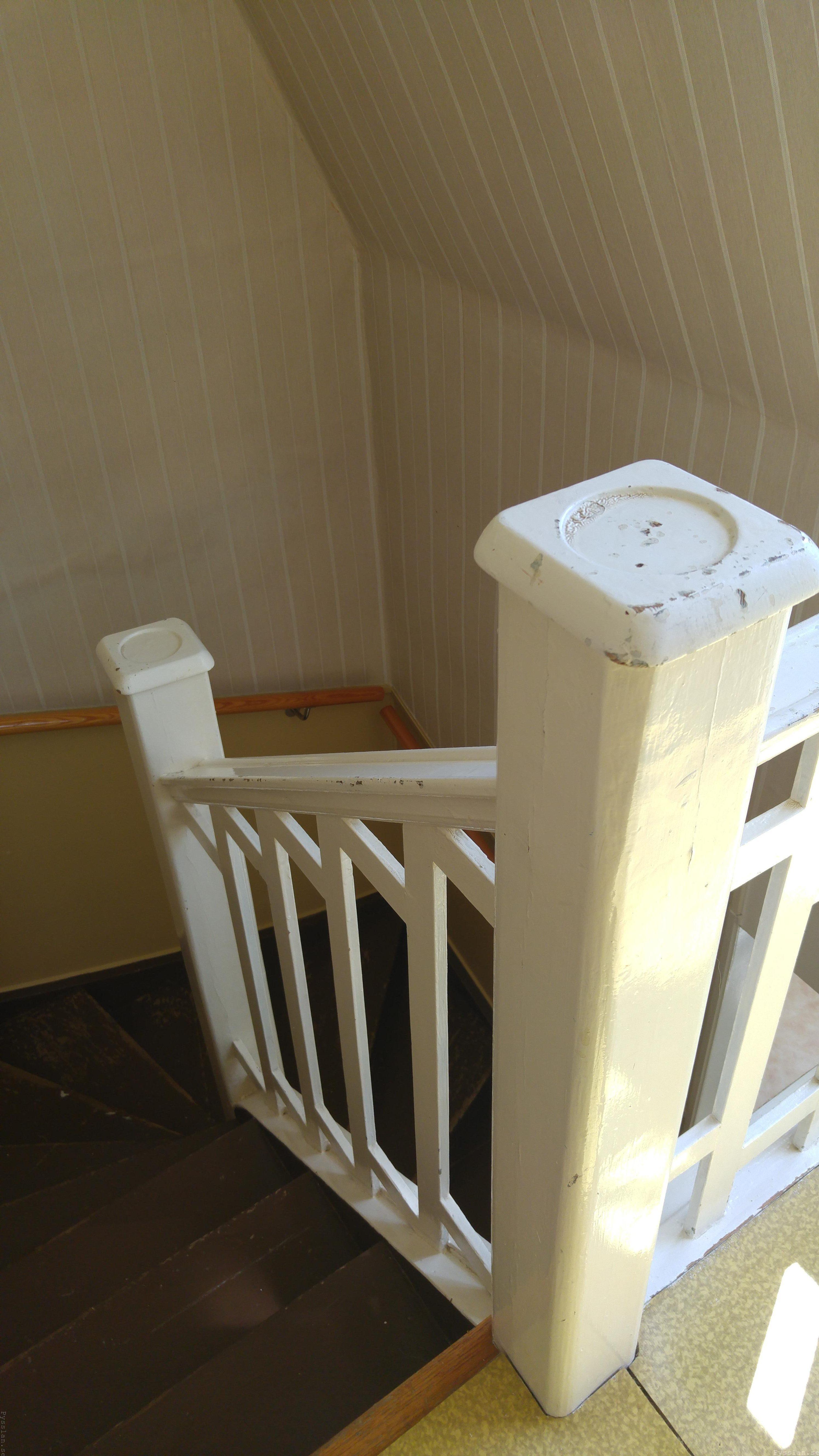 drömhus 20-talshus rött hus vita knutar renovering jugend husdröm pysslan blogg trappräcke ovanvåning