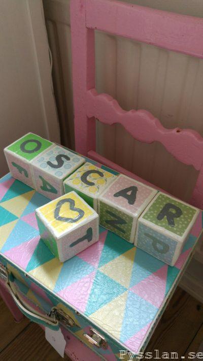 bokstavsklossar barn doppresent present söt namngivelseceremoni pysslan blogg vita pastellfärger hjärta