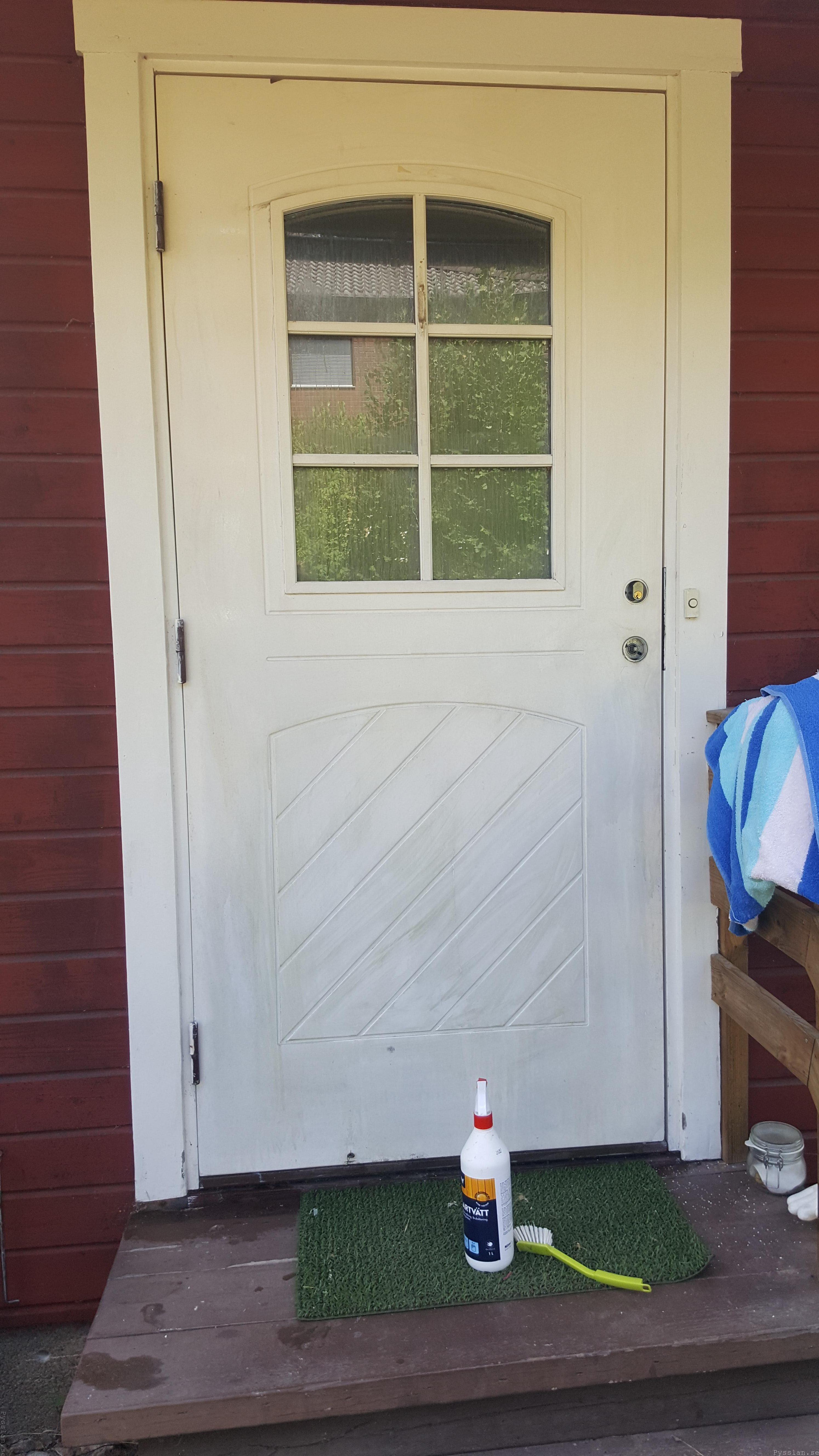 Uppfräschning av ytterdörr i 20-talsstil målartvätt pysslan blogg villasmultronbacken 20-talsdröm 20-talshus