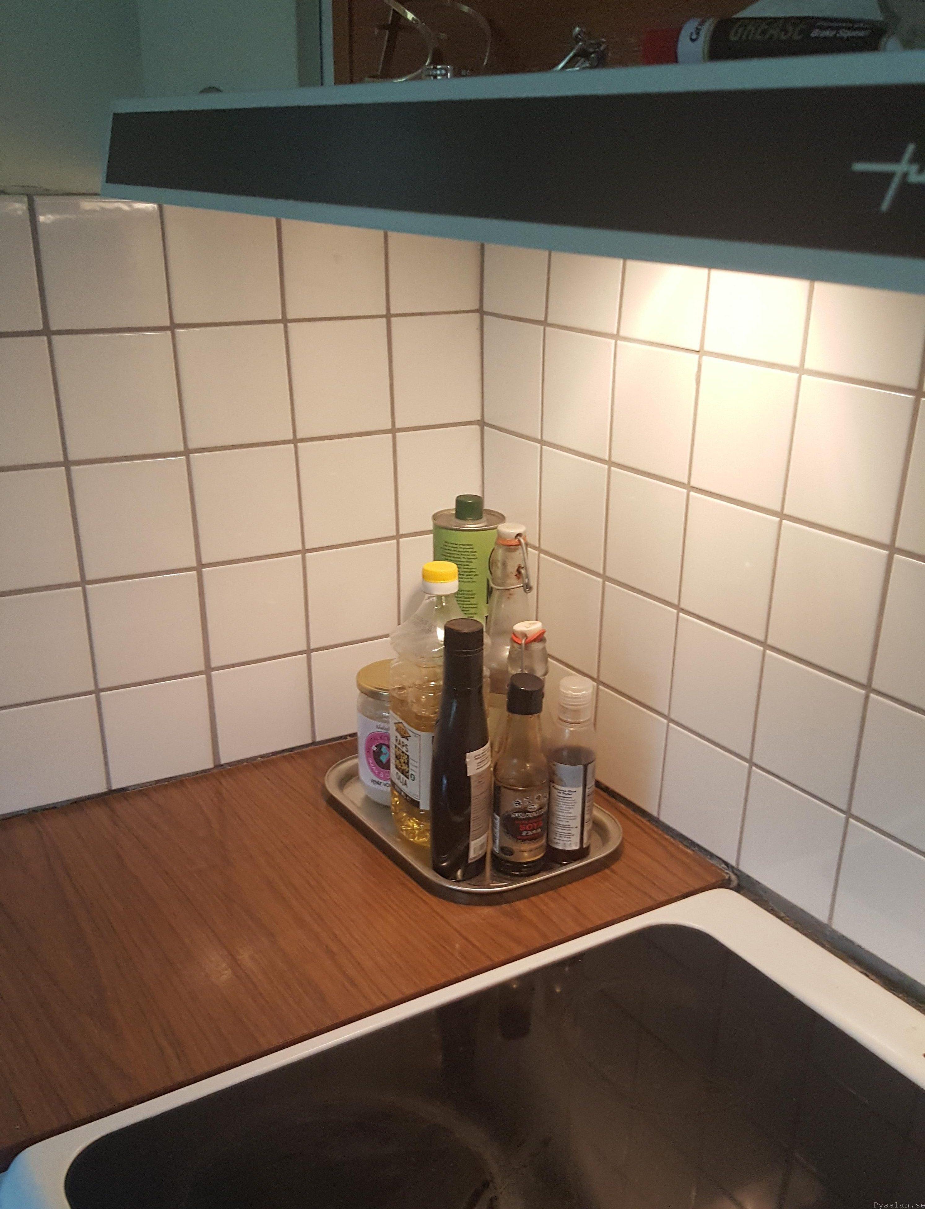 Håll det enkelt kalkel i 20-talskök pysslan blogg villasmultronbacken kaklat stänkskydd spis
