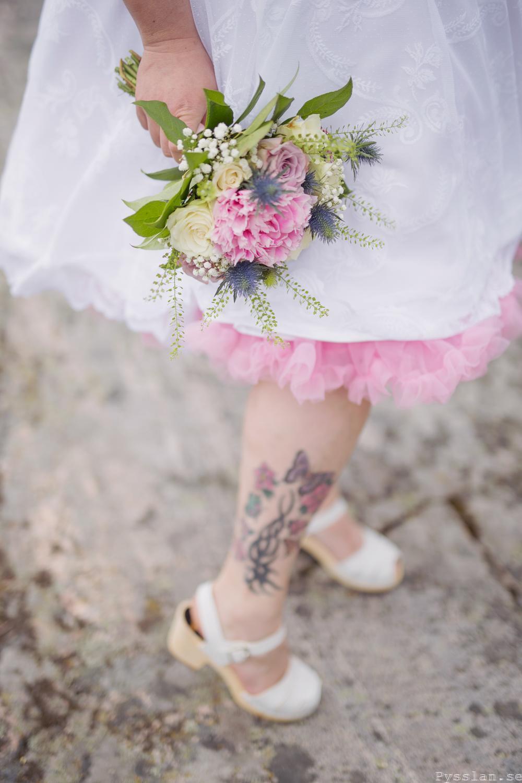 Underbar retrobrudklänning i 50-talsstil pysslan blogg rosa spets rosa tyll underkjol bröllopsklänning