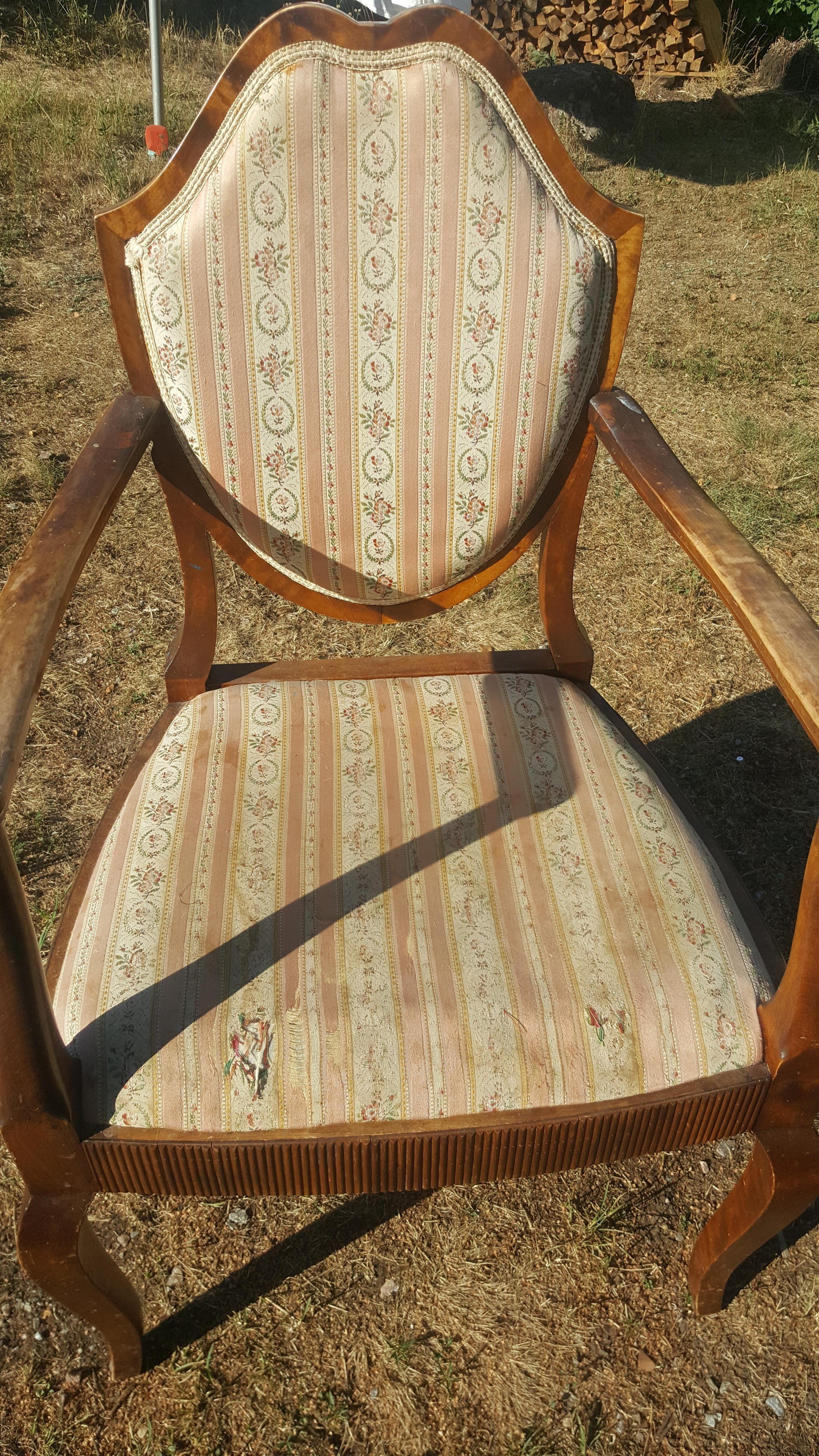 Klä om gammal stol, enklare än du tror rosa brun möbel sekelskiftet 20-tal villasmultronbacken pysslanblogg trasig