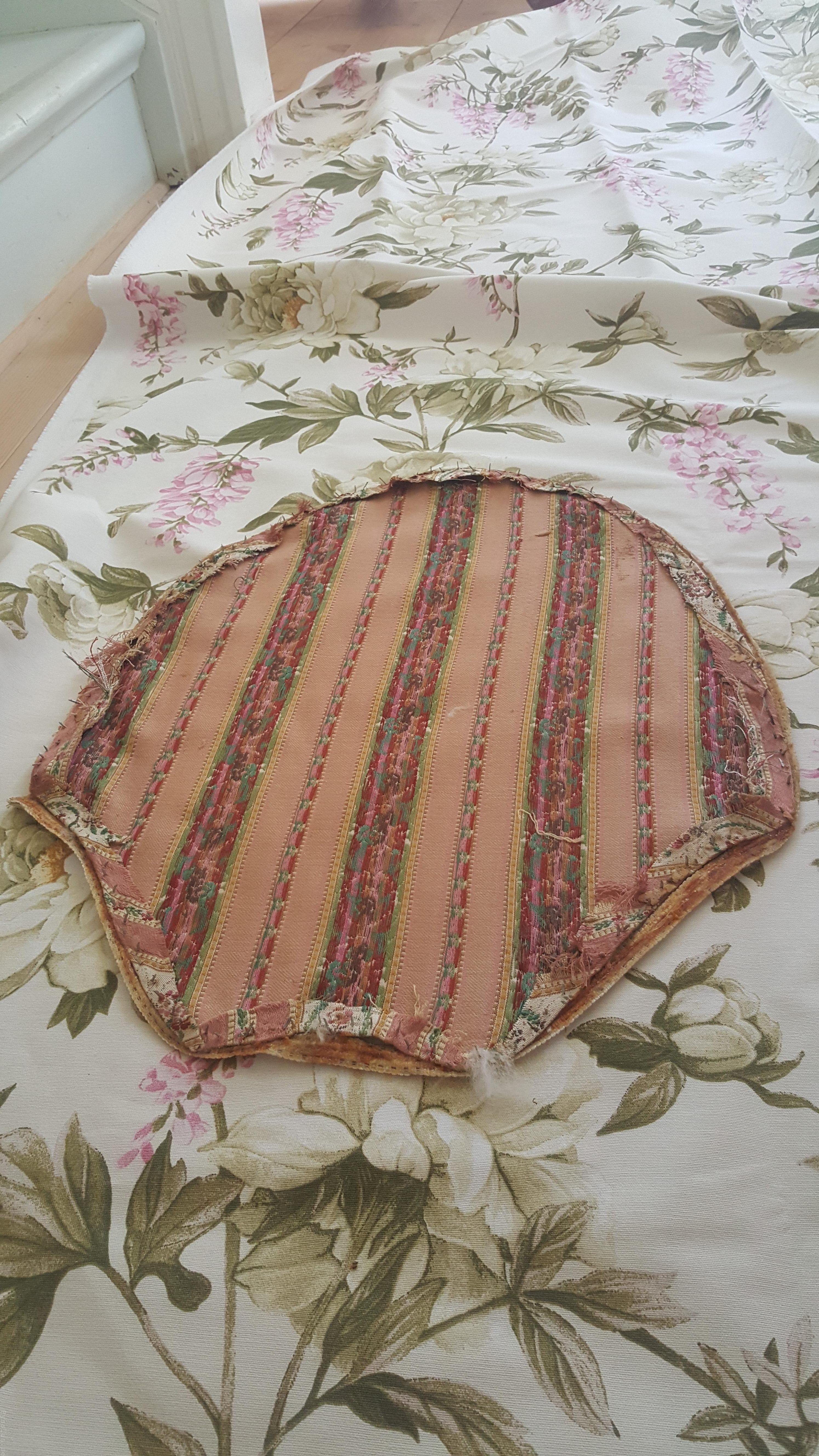 Klä om gammal stol, enklare än du tror rosa brun möbel sekelskiftet 20-tal villasmultronbacken pysslanblogg fibersoft rygg mall