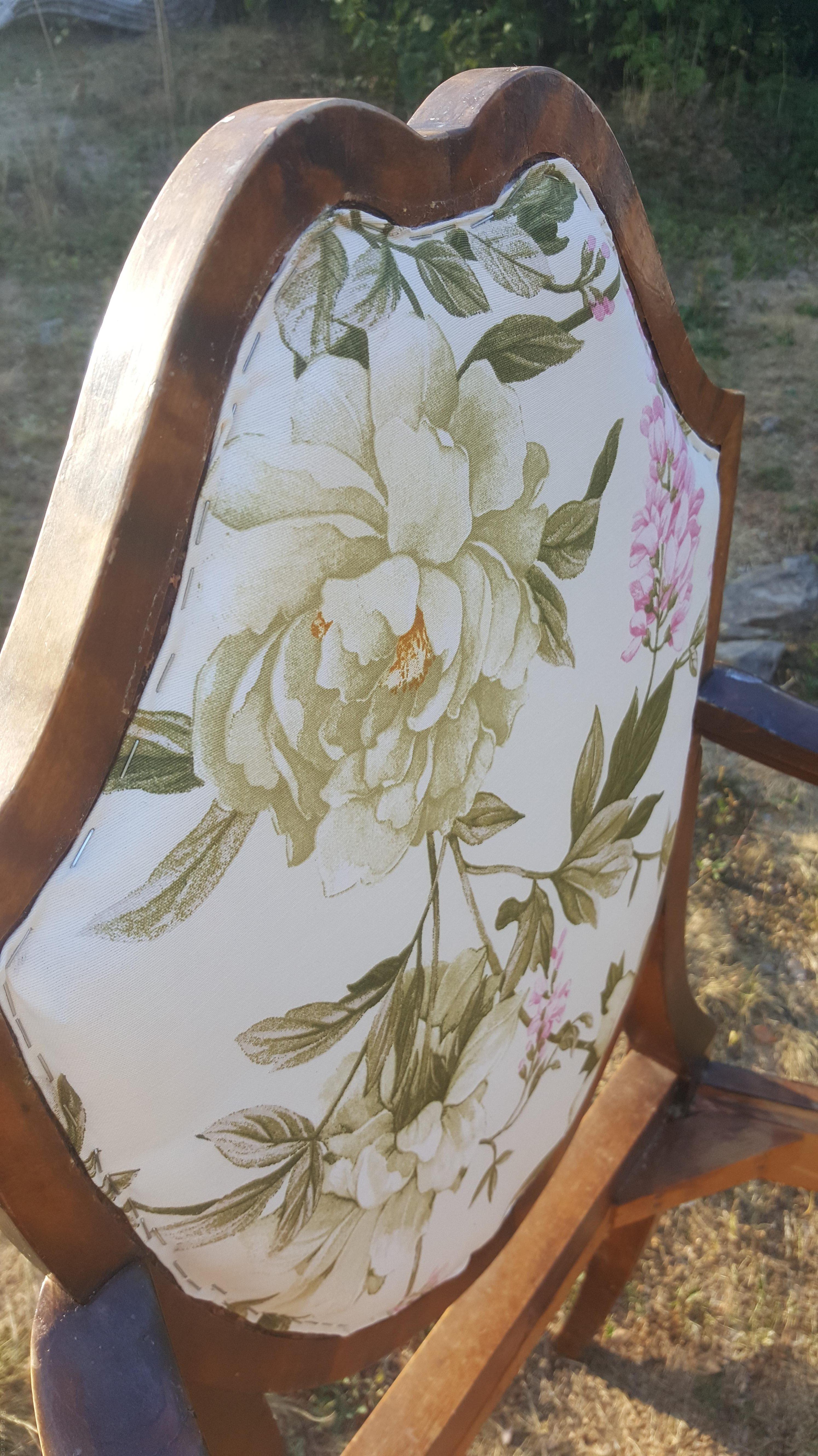 Klä om gammal stol, enklare än du tror rosa brun möbel sekelskiftet 20-tal villasmultronbacken pysslanblogg fibersoft rygg häftad