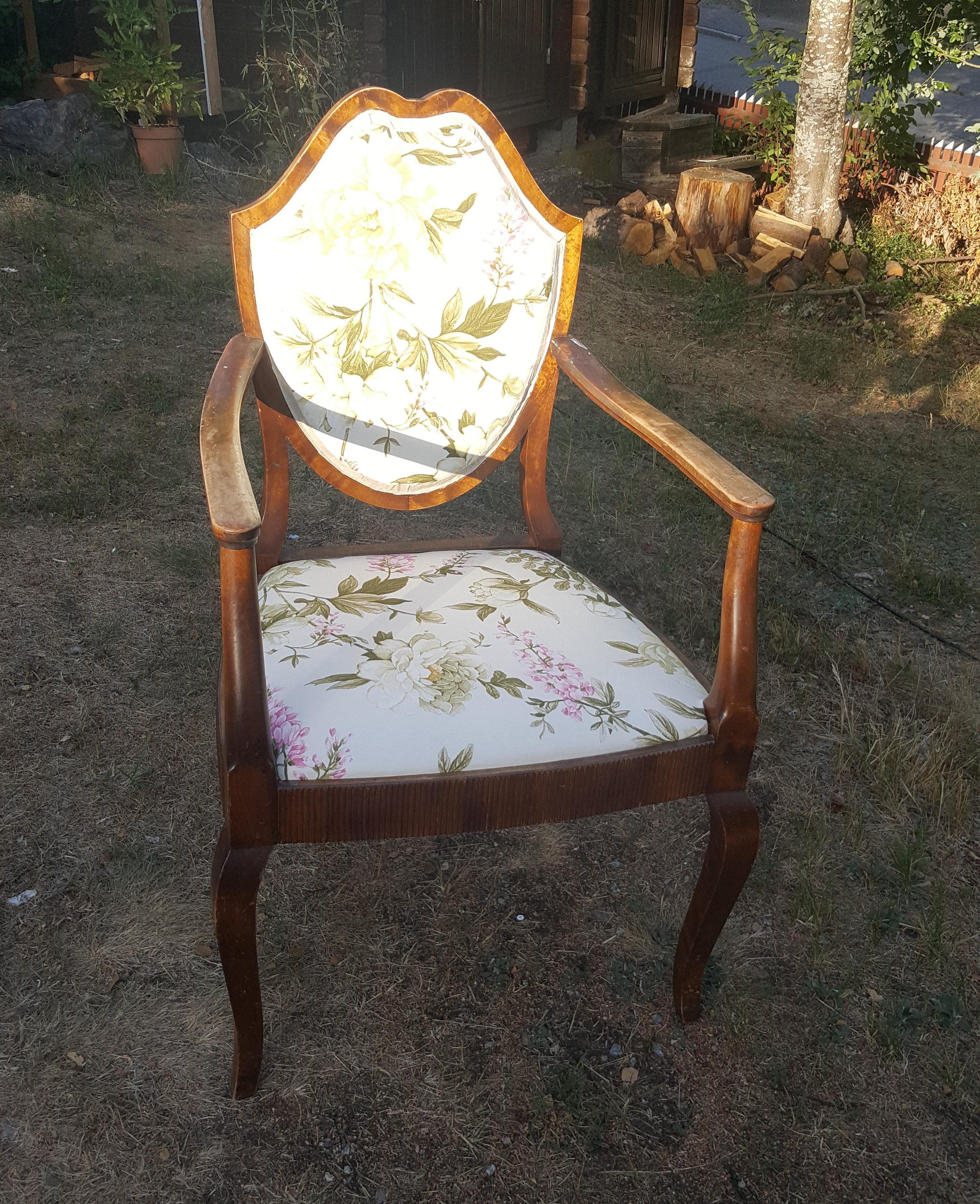 Klä om gammal stol, enklare än du tror rosa brun möbel sekelskiftet 20-tal villasmultronbacken pysslanblogg fibersoft kantband klar
