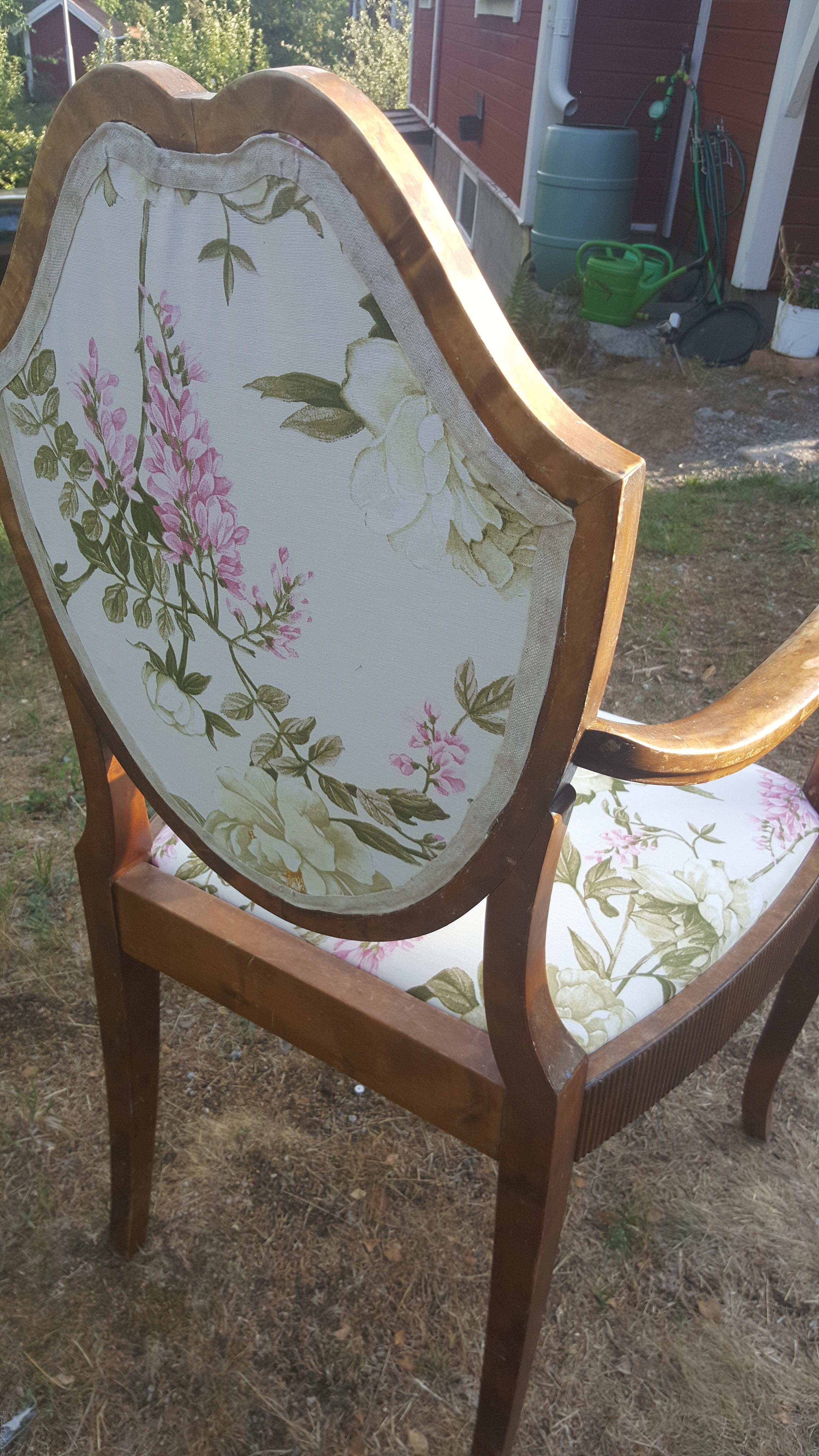 Klä om gammal stol, enklare än du tror rosa brun möbel sekelskiftet 20-tal villasmultronbacken pysslanblogg fibersoft rygg kantband klar